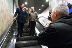 De Haagse verkeerswethouder Robert van Asten (links) met Klaus Lorenz, bestuursadviseur van de gemeente Düsseldorf. (Martijn Beekman)